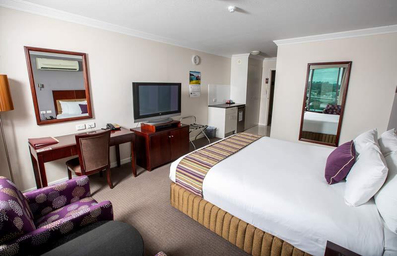 Hotel King Room - Hotel Gloria - Springwood - Brisbane QLD 4127